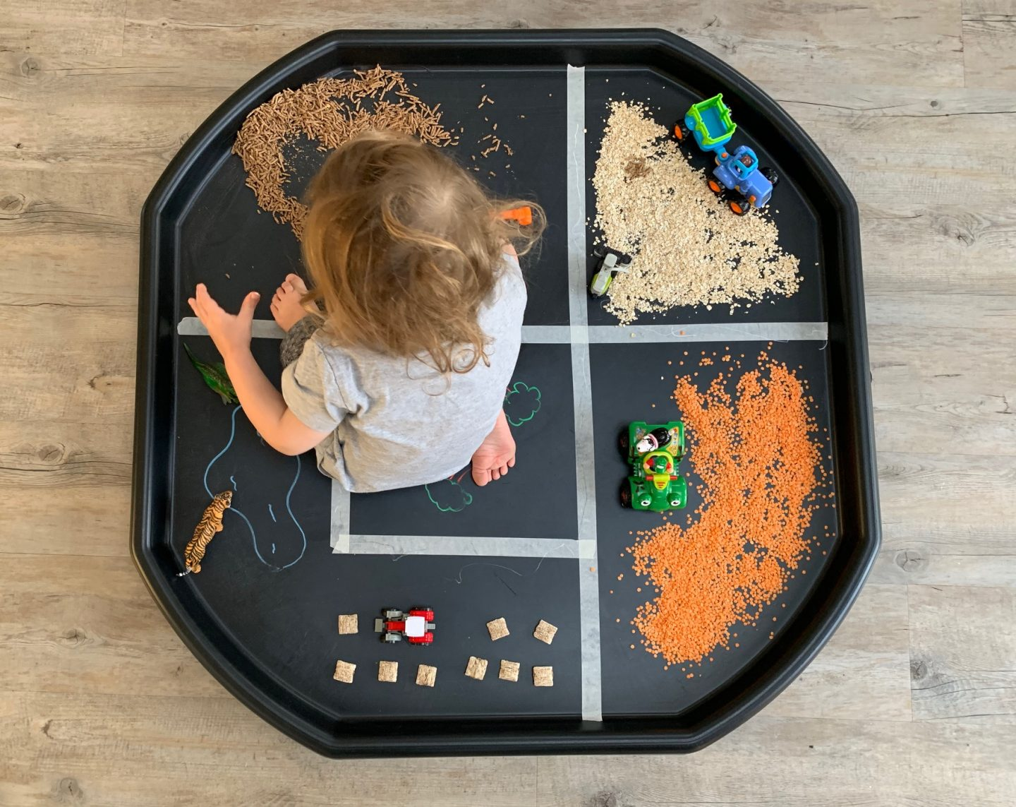 Simple tuff tray ideas for busy parents. Create a small farm play station with household ingredients, perfect for construction sites or farmyard fun.