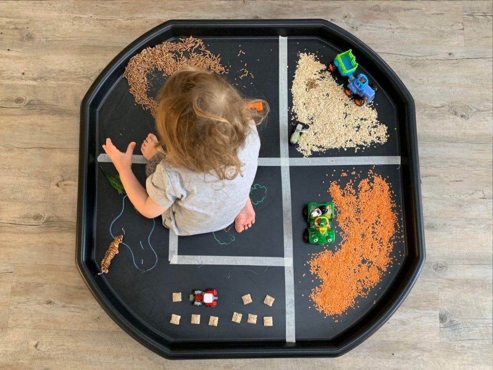 Tuff Tray Ideas: Simple Farm Fun